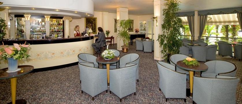 Hotel Astoria Bar.jpg